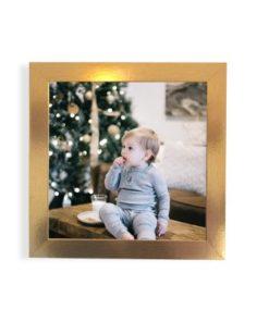 Foto en cuadro dorado moldura dorada