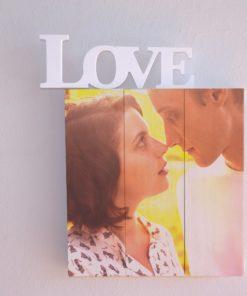 LOVE en blanco sobre blanco